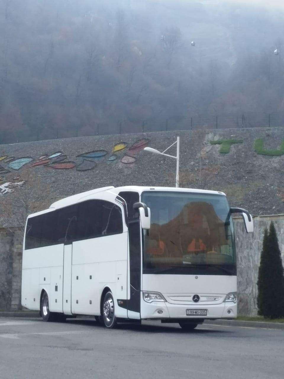 seller.az 55 yerlik Mercedes Traveqo ilə yolunuzu Şahdağa salın.